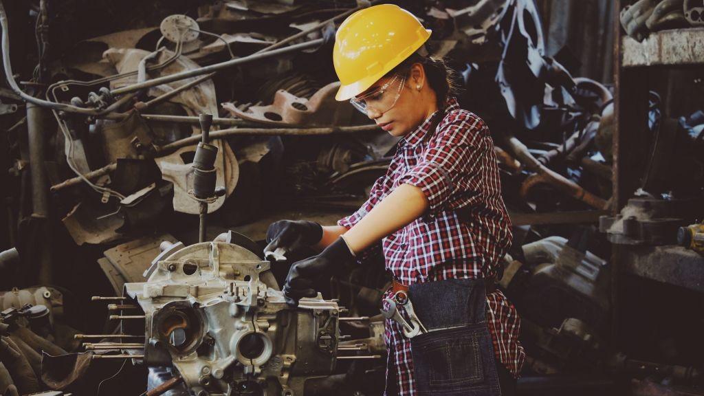 Pole emploi - offre emploi Mécanicien engins et poids lourds (H/F) - Theix