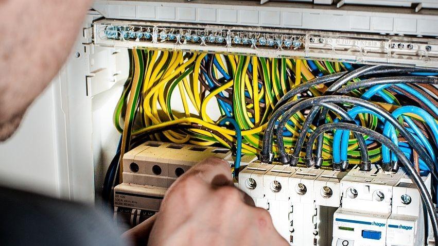 Pole emploi - offre emploi Électricité et de l'électronique niveau 5 (H/F) -