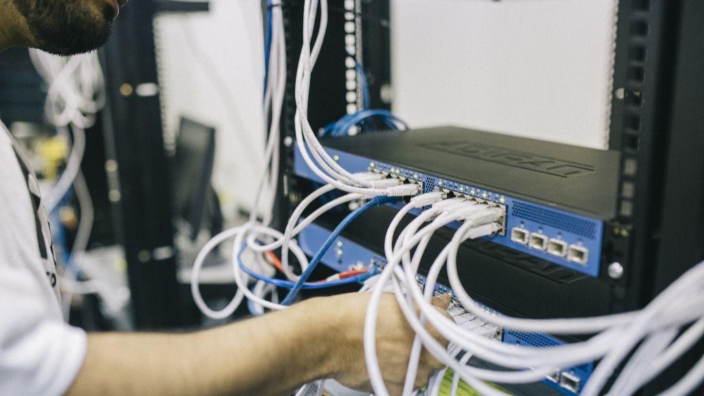 Pole emploi - offre emploi Technicien systèmes et réseaux (H/F) - Noyers-sur-Cher