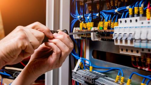 Pole emploi - offre emploi Electricien caces nacelle (H/F) - Monéteau