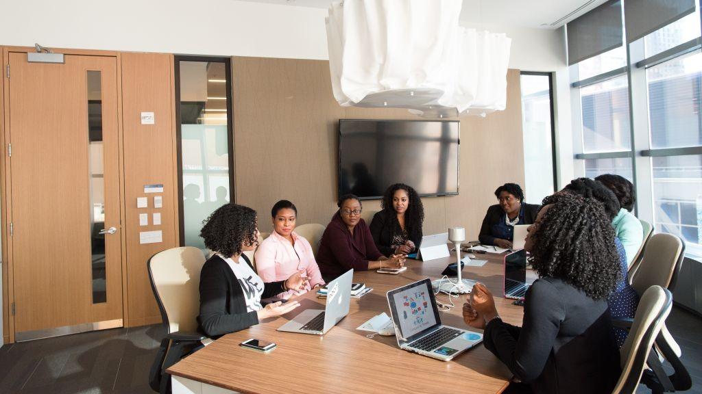 10 jeunes femmes issues de quartiers prioritaires sur la voie de la réinsertion professionnelle avec A2i et ses partenaires