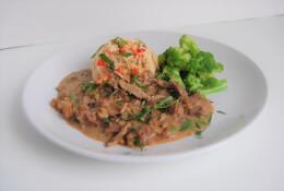 Beef Stroganoff with Cauliflower Rice & Broccoli