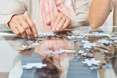 senior putting a puzzle together in her senior apartment