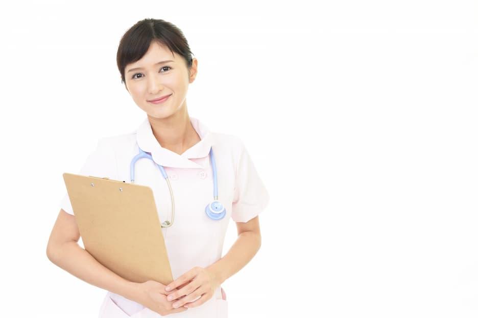看護師になるには?試験・進路・仕事内容・待遇など