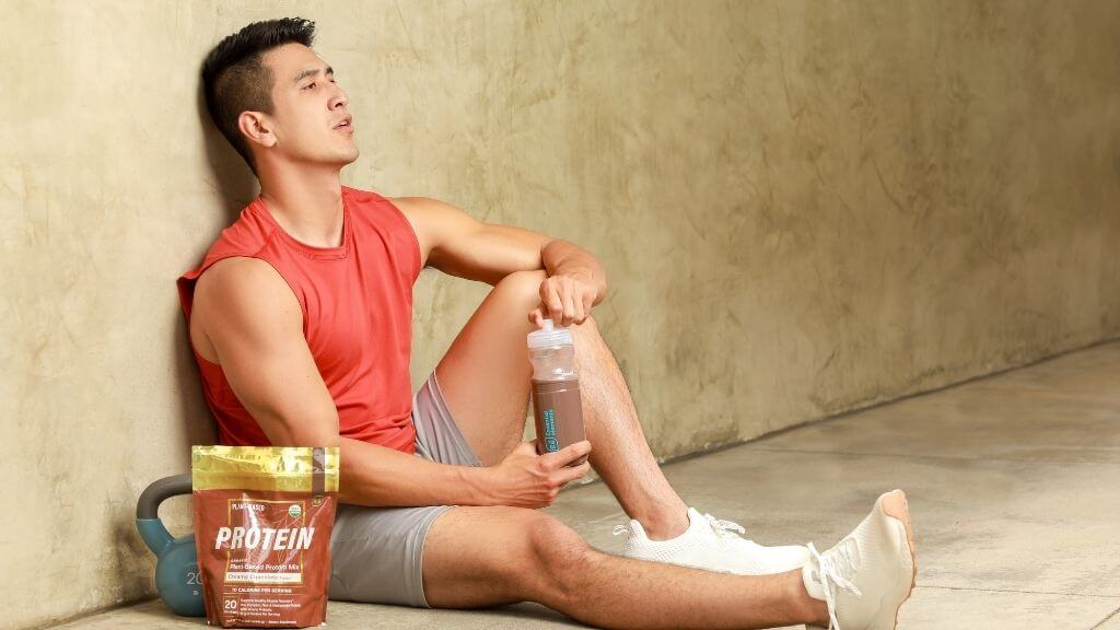Essential elements Creamy Chocolate Protein with an athlete