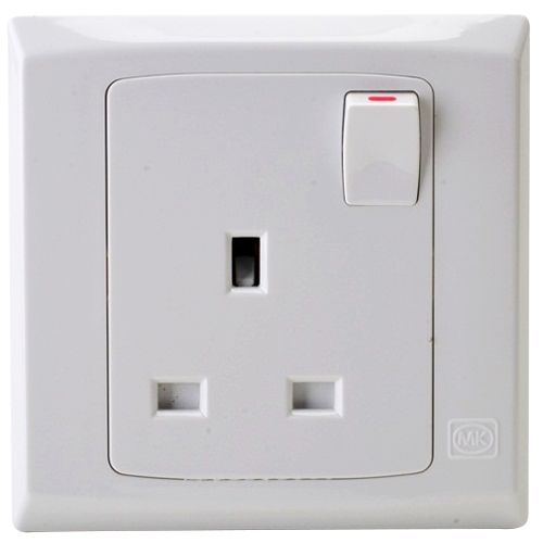 Mk Electric 1 Gang 13a Switched Socket Outlet - S2757