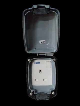 Mk Electric 13a Master Compact 1 Gang Weather Proof Switch Socket Outlet