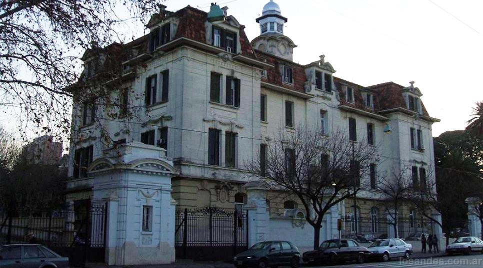 En el Piñero, la sala de espera para casos con tuberculosis es compartida.