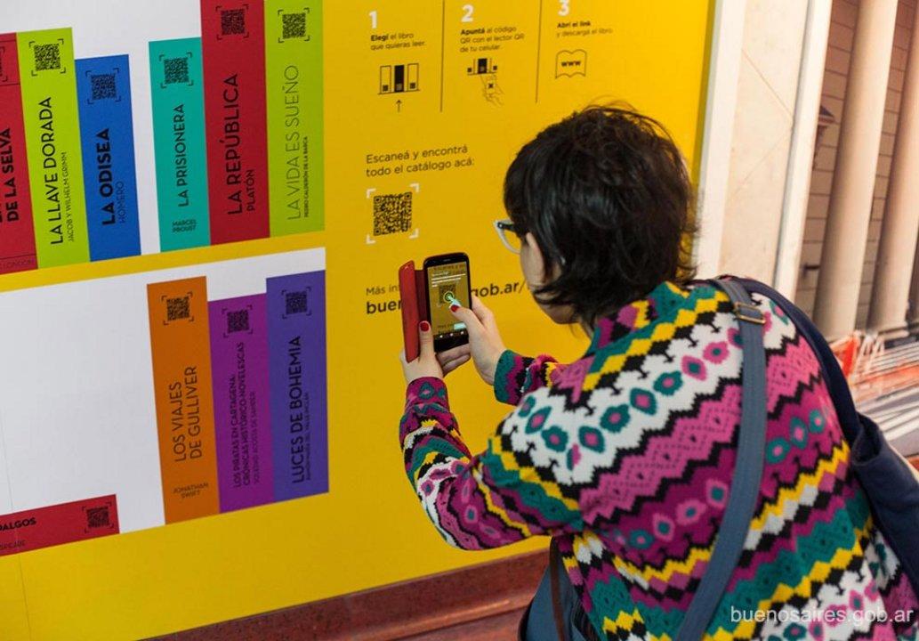 La Plataforma QR permite descargar distintos libros desde una biblioteca digital.