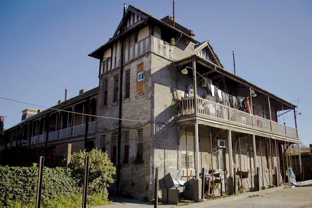 Aunque el barrio Colonia Sola requiere reparación urgente, en 2015 el presupuesto fue bajo y no se ejecutó.
