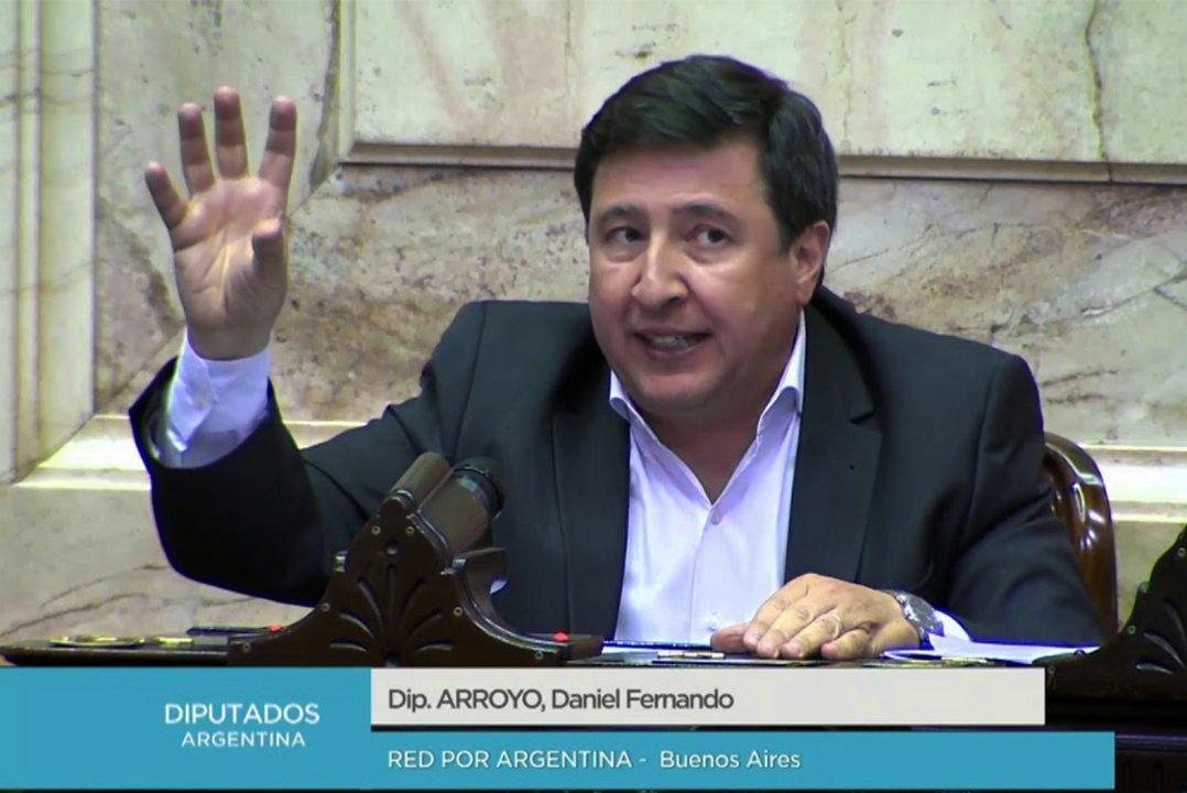"""Voté en contra porque habilita a empresas a aportar a la campaña"", precisó el diputado Arroyo."