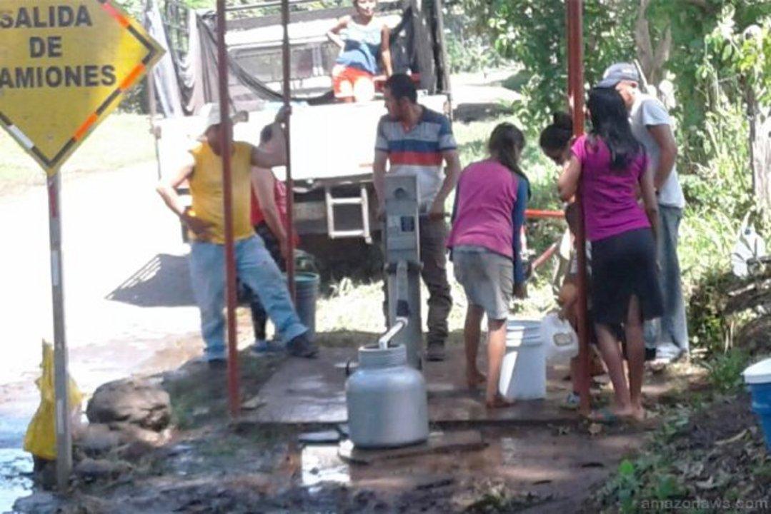 Quienes no acceden formalmente al agua recurren a conexiones informales en las que la calidad y la presión no son controladas.