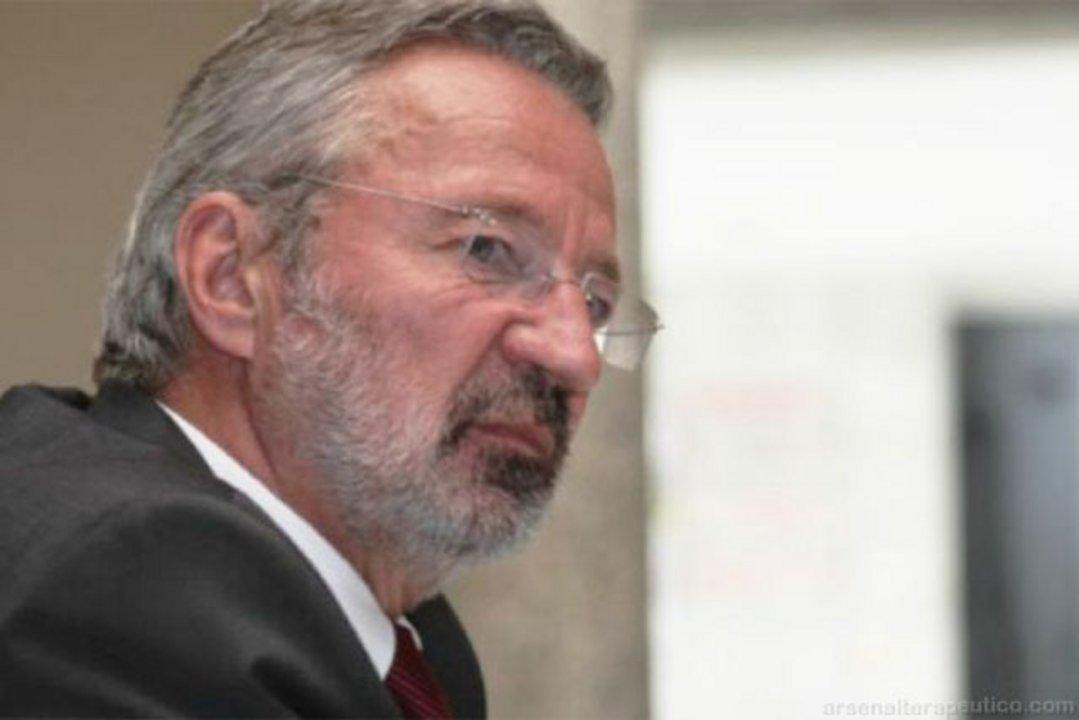 Germán Velásquez, exdirector del Programa Mundial de Medicamentos