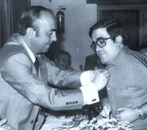 Insignio de Oro de la Federación Castellana de Fútbol a José Vicente Avila. 1981