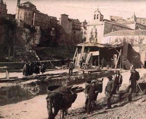 Las mulas acarreaban maderos y materiales. Foto: Pedro Román (1902)