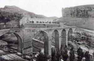 El puente de piedra aguantó 335 años.
