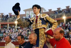 El madrileño López Simón abrió la puerta grande con muchos argumentos. Foto: Julio Palencia.