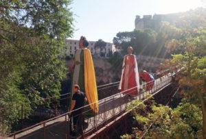 Los Gigantes por el Puente de San Pablo. (Foto Poli)