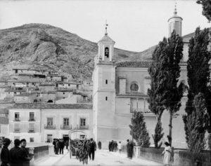 Asilo Municipal de San Antón, junto a la iglesia. / Foto Otto Wunderlich, Fondo IPCE / Germán Saiz / descubriendo Cuenca.