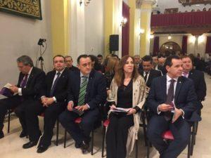 La pregonera junto al presidente de la JdC, Sánchez Albendea y junta Ejecutiva.