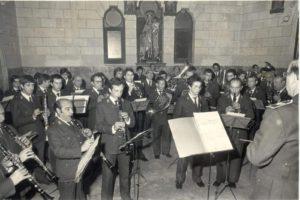 Julián López Calvo, a la izquierda, tocando el clarinete. Celebración de Santa Cecilia en El Salvador, 1982. / Foto José Luis Pinós.