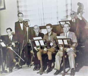 Sexteto Cabañas. A la derecha, Alfonso y en el centro, Nicolás Cabañas. De pie, a la derecha, Lorenzo Redondo.