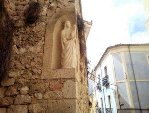 Virgen con Niño en la calle Madre de Dios. / Foto Josevi.