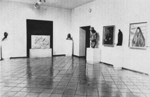Sala en el Museo de Cuenca dedicada a Fausto Cuebras en 1976. / Revista Cuenca.