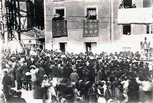 Procesión del Corpus hacia 1912, cerca de la Catedral en obras. / Imagen cedida por Miguel Ángel Cobe.