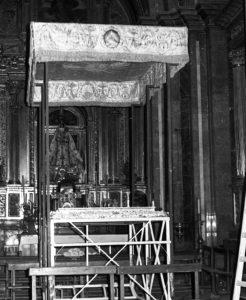 Palio encontrado en la Catedral en 1980. / Foto Pinós.