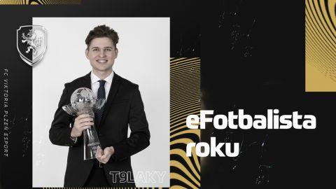 """Vítěz eFotbalisty roku Lukáš """"T9Laky"""" Pour •Foto: eRepre"""