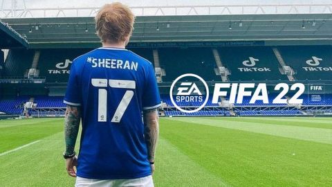Ed Sheeran by se mohl ukázat ve FIFA 22! •Foto: Koláž sazkaeleague.cz, Ipswich Town