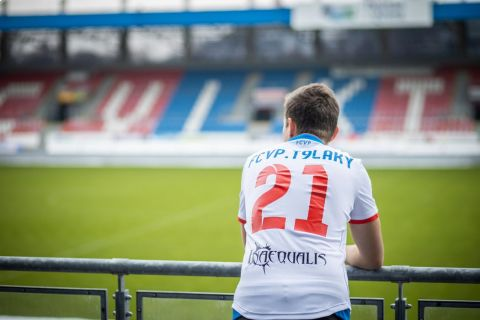 """Lukáš """"T9Laky"""" Pour reprezentuje FCVP Esport •Foto: FCVP/Jan Kubíček"""