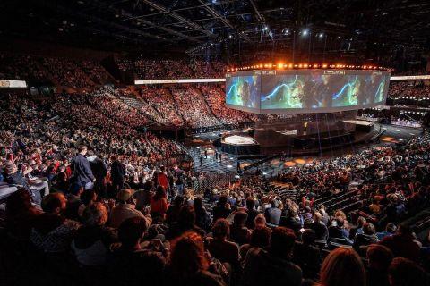 Zaplněný stadion sledující finále Worlds 2019 •Foto: Riot Games