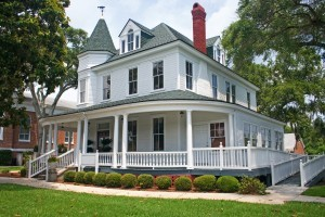 The Best Reasons to Buy an Old Home