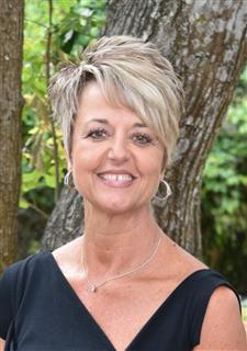Lisa Betros