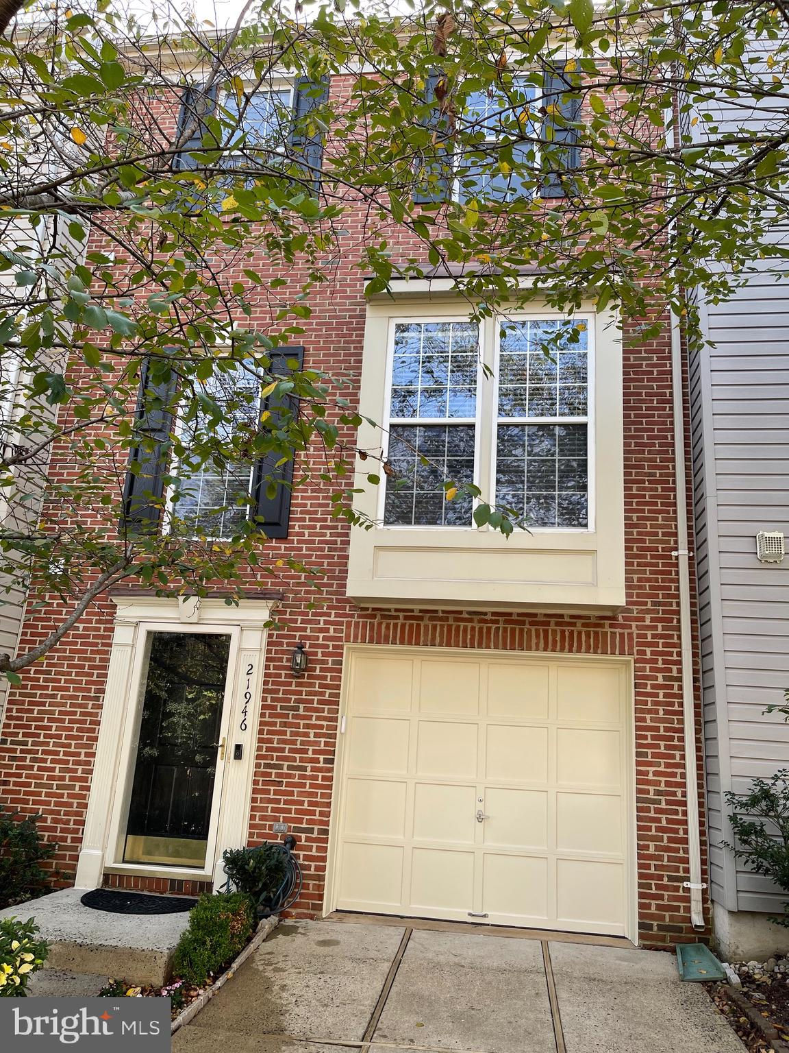 21946 Golden Spike Terrace, Sterling, VA 20166 now has a new price of $460,000!