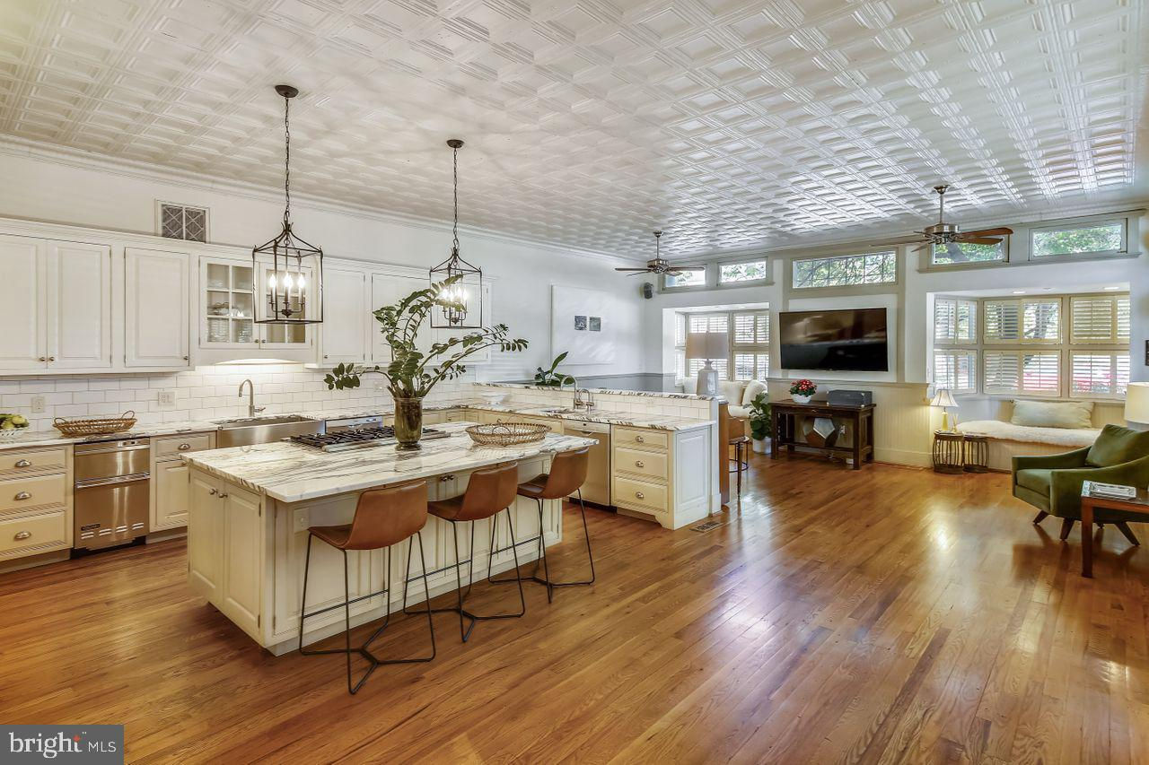 1250 D Street Se, Washington, DC 20003 now has a new price of $2,285,000!