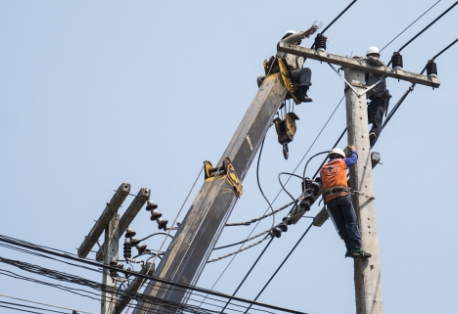 selective-focus-electricians-are-fixing-power-transmission-line-electricit.png