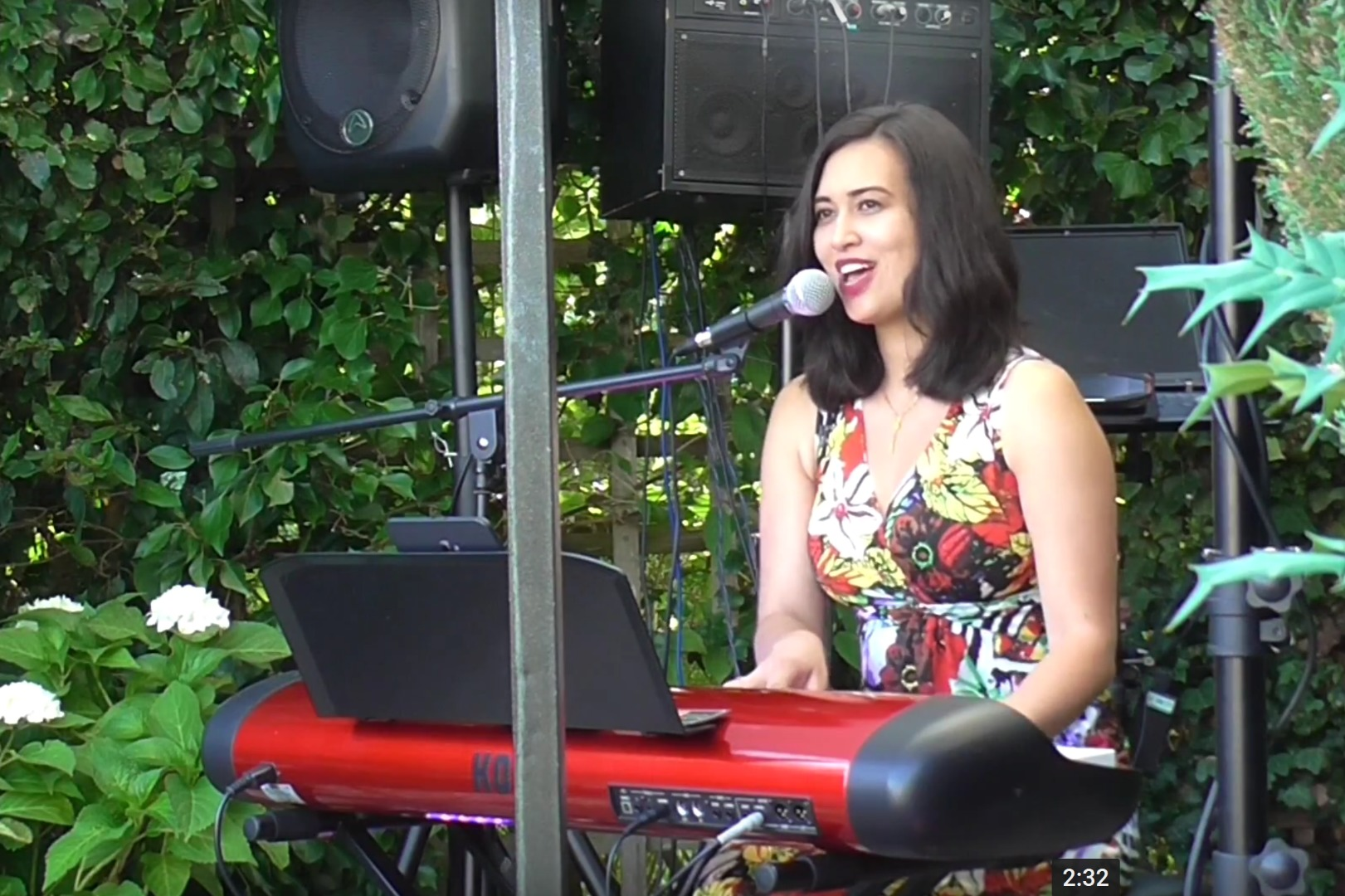 Book Sarah (Singer/Pianist), Singing pianist in Wetherby - Encore Musicians
