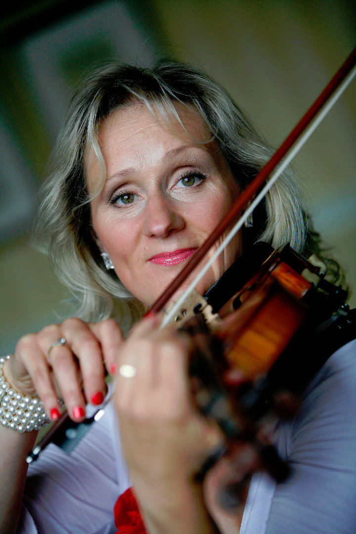 Book Sarah Jackson, Violinist in Stoke-on-Trent - Encore