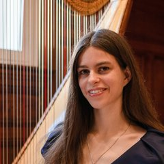 Henriette Poos Harpist in the UK