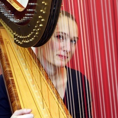 Laure Genthialon Harpist in London