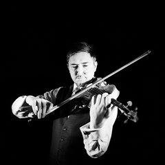 Aden Mazur Violinist in the UK