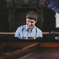 Ryan MacKenzie Pianist in the UK