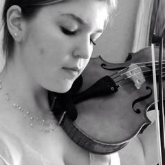 Caroline Lesemann Elliott Viola Player in Oxford