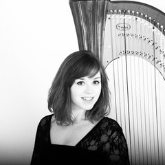 Sophie Rocks Harpist in the UK