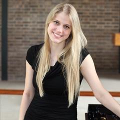 Lucie Kubatova Pianist in Glasgow