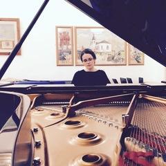 Emma Cayeux Pianist in Bristol