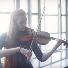Hannah Rose Davies Violinist in the UK